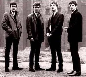 Ringo disimulaba su menor estatura con unos buenos tacones (de unos cinco o seis centímetros). Recordadlo para más tarde, ya que será un recurso que les resultará muy útil en el futuro…
