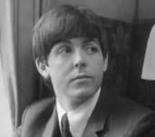 1964, A Hard Day's Night, expresión neutra, ligeramente burlona.