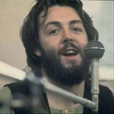 1969, Let it be, uno de los mejores momentos de Faul hasta ahora… Morfológicamente hablando, claro. Logradísimo el parecido con Paul, ojos, cejas, nariz… La barbilla no lo sabemos porque se dejó la barba.
