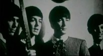 Hasta aquí, tal y como aseguraba Couson, sí parece haber una breve historia de los Beatles, aunque el hecho de intercalar sus fotos con la de la multitud caminando por una calle en tropel, en un día rutinario, resulta algo extraño, y recuerda, una vez más, al comienzo de la película Yellow Submarine, y esa forma en la que John quiso simbolizar a la gente gris, paralizada o en movimientos repetitivos, sin advertir el submarino amarillo que aparecía de vez en cuando sobre sus cabezas.
