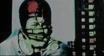 Un hombre con un extraño casco, como de Rugby, que le tapa parcialmente la cara, y está a punto de quitárselo. A destacar la coincidencia con Yellow Submarine, donde en la secuencia antes nombrada también aparecía un hombre cubierto con un casco (en este caso de piloto) y un edificio de fondo.