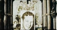 """Al hacer zoom sobre él nos muestran esta imagen de Sargent Pepper's y en lugar del bombo la foto del fallecido Brian. Coulson se hacía eco de lo que tantas veces se trató de negar: la portada de este álbum está simbolizando un funeral. Pero a diferencia de aquel, aquí, en el video, no es el funeral de Paul. El de Paul se nos acaba de mostrar con las imágenes del Highgate y su casa de fondo. Brian no había fallecido en el momento de crear la portada de este álbum. Es ahora cuando suena la frase de """"los conejos a la fuga""""."""