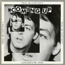 Y aquí no una, sino cuatro veces, una oreja que no tiene nada que ver con la de Paul. Totalmente plana, no tiene ni canales interiores, y otra vez para una portada.