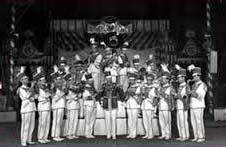 8. Banda de circo militar
