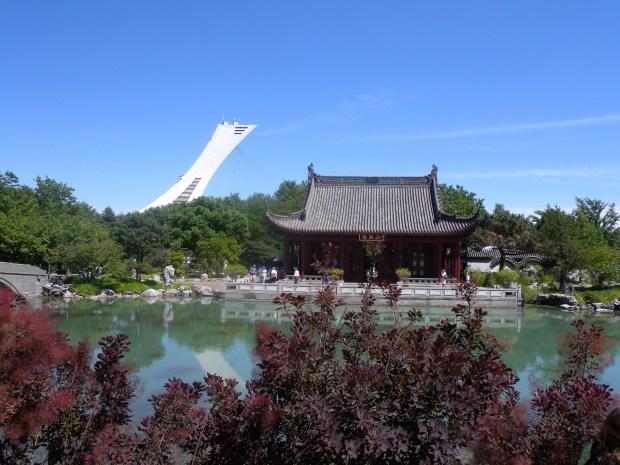 Stade olympique de montreal vu du jardin botanique de montreal