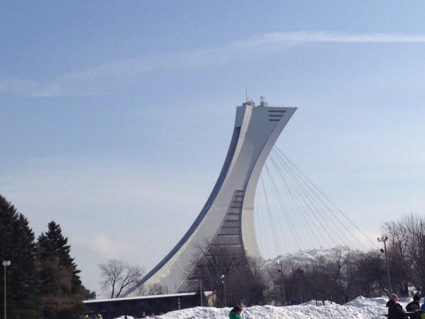 vue stade en hiver à partir du parc maisonneuve stade olympique
