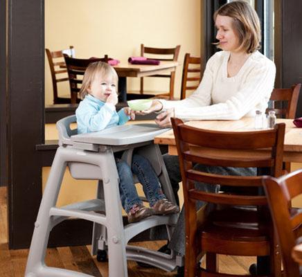 Chaise haute avec roues pour bébé Rubbermaid 7805