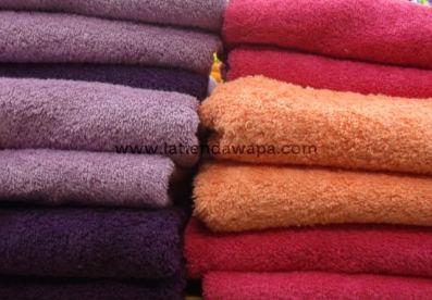 Toallas violeta y naranja