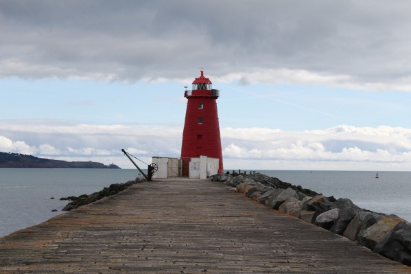 poolbeg-lighthouse-2623361_1280.jpg
