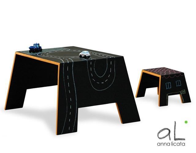 Tavolino ad effetto lavagna