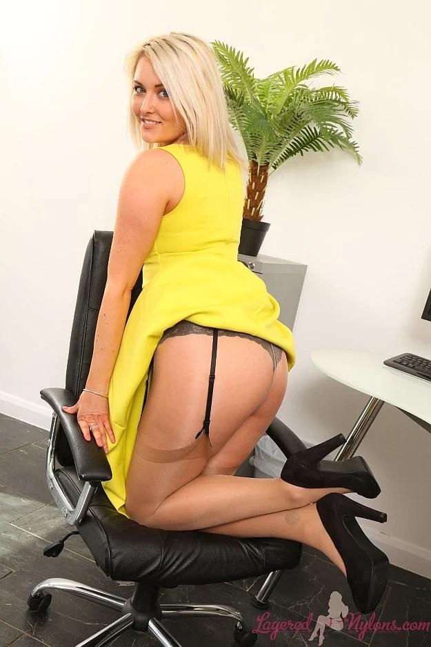 Zoe Mature Blonde 114