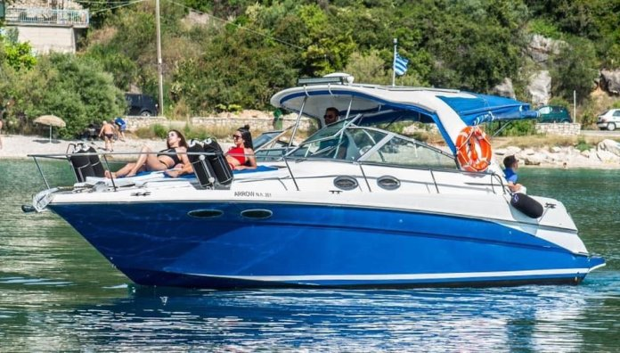 Comfortable motorboat cruises Lefkada