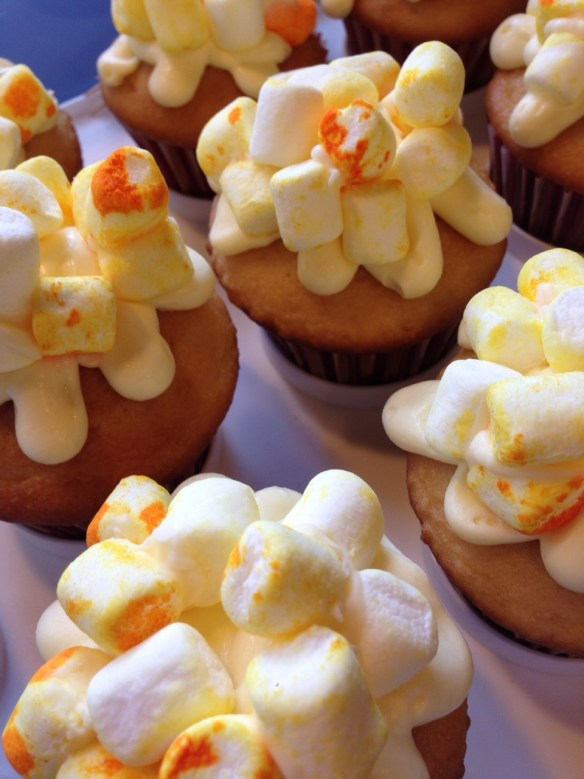 The finished 'popcorn cupcakes' are completely adorable.