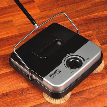 nonelectric floor sweeper with corner brushes
