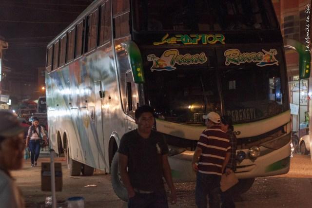 """Notre magnifique bus """"raptor"""" aux sièges cassés"""