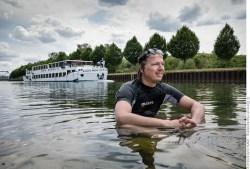 Schwimmer und Santa Monika - Dortmund Ems Kanal 2014. Foto © Dietrich Hackenberg