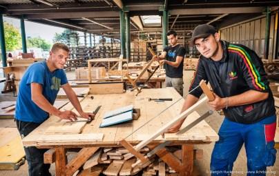 Auszubildende Stahlbetonbauer im 2. Lehrjahr. Ausbildungszentrum der Bauindustrie in Kerpen. Foto Dietrich Hackenberg