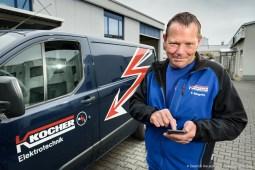 Digital Excellence, Fa. Kocher in Dortmund. Baustellenleitender Obermonteur Thomas Ringeln beim digitalen Arbeitszeiterfassung