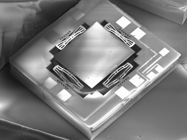 Image of MEMS Mirrors on a Chip