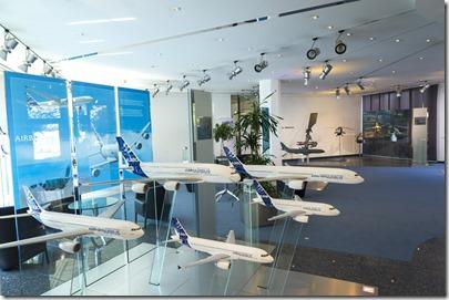 Airbus_Innen mit Flugzeugmodellen
