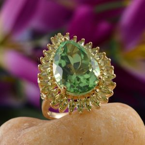 Chartreuse quartz is an excellent alternative to peridot when pairing with Greenery.