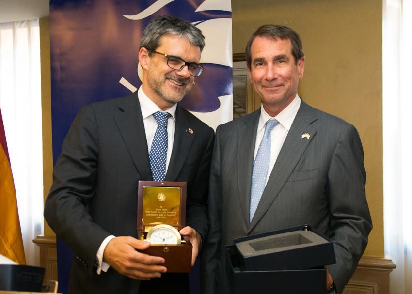 De izquierda a derecha: El Presidente de AmChamSpain, el Sr. Jaime Malet y Excmo. Alan D. Solomont. 12 de junio de 2013