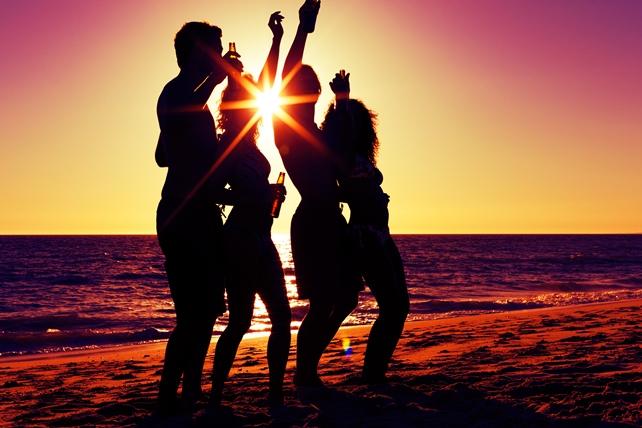 festa in spiaggia | lol.travel