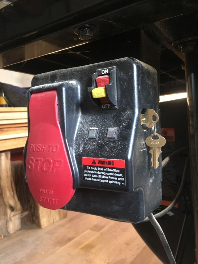 sawstop_switch_IMG_5101