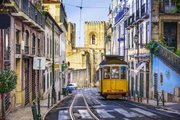 Options for outdoor strolls in Lisbon