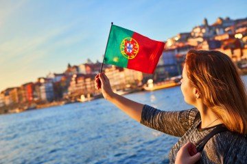 What are the nationalities of the tourists visiting Portugal in the summer?