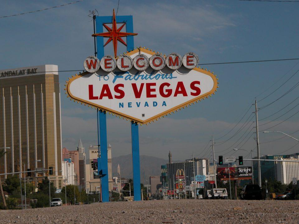 Las Vegas Sign - Copyright 2012 lovetoeatandtravel.com