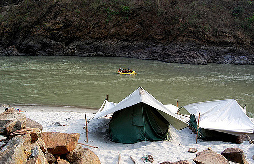 One of the camp sites in Rishikesh - photo by Travayegeur (Sahil Lodha)