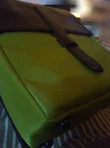 届いたzenbagの色合い。もっと落ち着いた緑だが写真ではまだ明るい