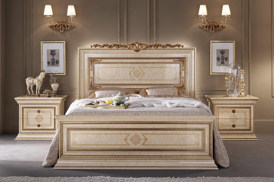 elegant bedroom using classic made