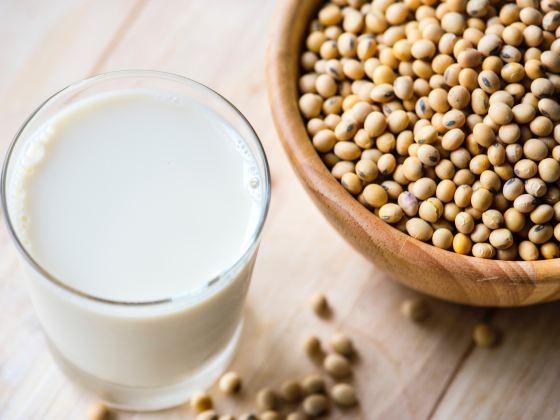 Sojabohnen und Milch