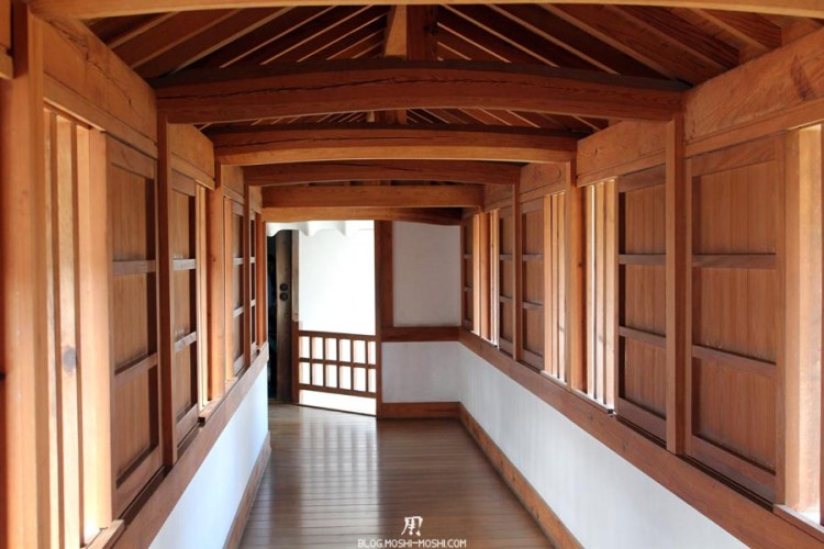 château d'Himeji interieur-couloir-bois-protections.jpg