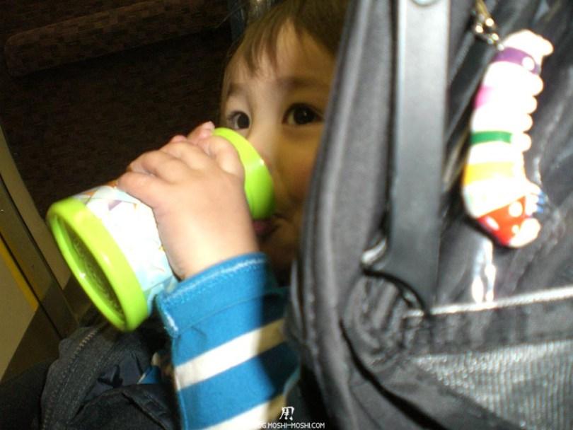 japon-vu-par-enfant-4-ans-kyushu-train-local-petit-frere-jouet-mcdo