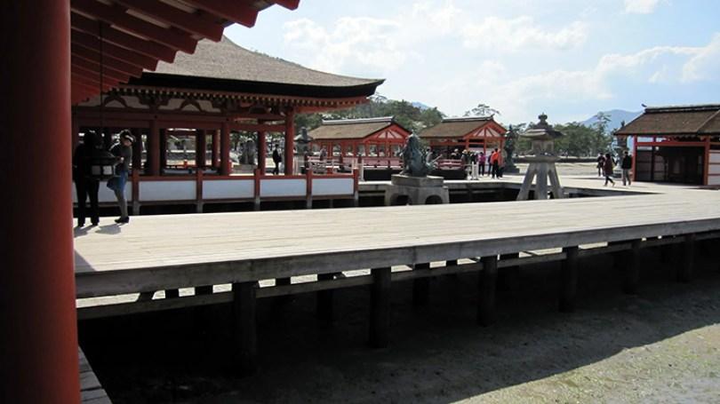 Miyajima-Hiroshima-saison-sakura-sanctuaire-Itsukushima-balade-ponteau