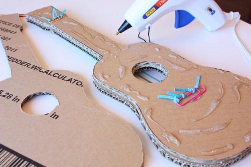 guitare en carton DIY10