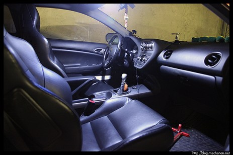 exLEDusa LED light: driver and passenger side map lights on. Dome light off.