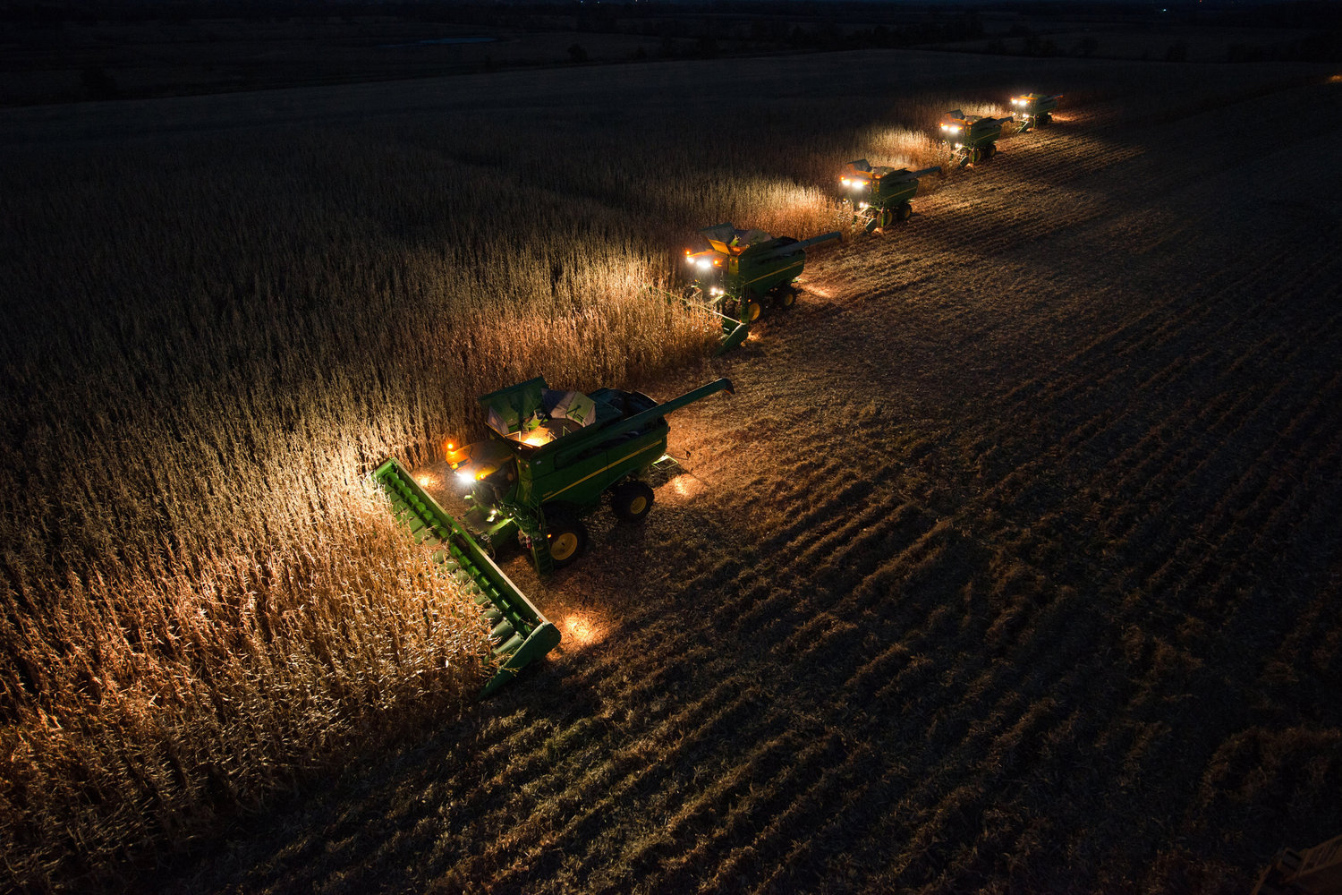 Free Fall Harvest Desktop Wallpaper 10 Night Farming Photos That Show Production Doesn T Stop