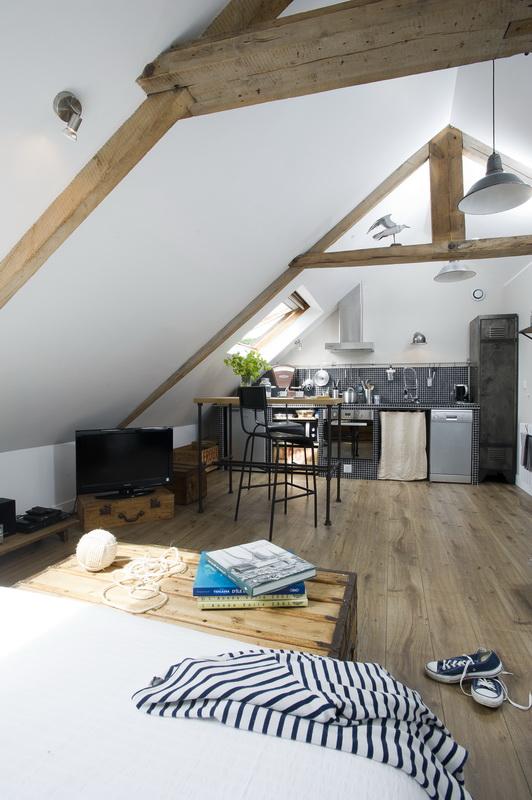Envie de décorer un mini loft industriel sous les combles ? Trouvez l'inspiration avec ce loft cool et authentique de Normandie.