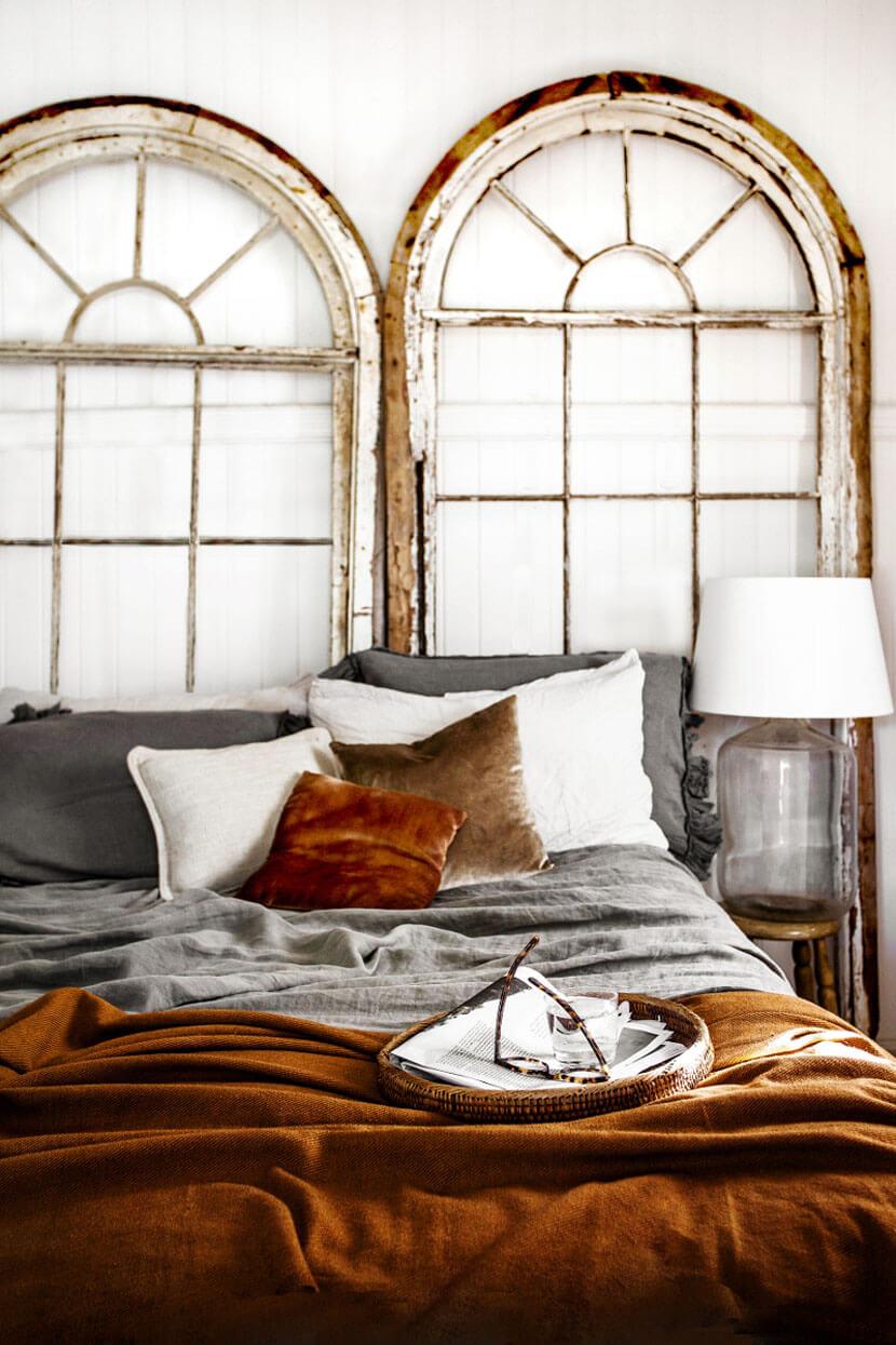Une sublime chambre d'esprit rustique, avec une très belle tonalité de couleurs automnales