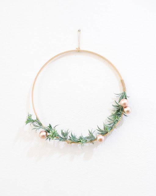 Envie d'une couronne de Noel à faire soi-même ? Suivez le guide !