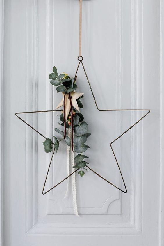 Une couronne de Noel moderne et design en forme d'étoile