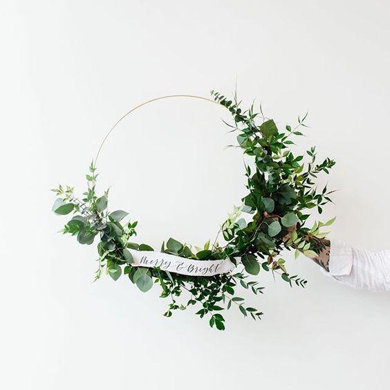 Retrouvez plein d'inspiration pour une magnifique couronne de Noel naturelle