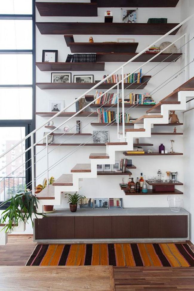 Comment aménager une bibliothèque dans un escalier
