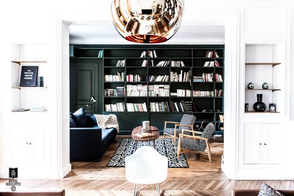 Inspiration déco avec cette sublime bibliothèque vert sapin