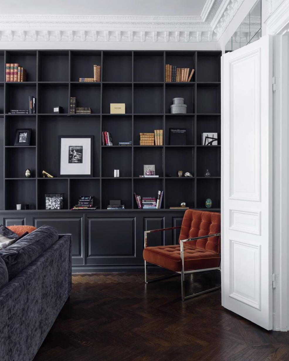 idée décoration pour une bibliothèque noire