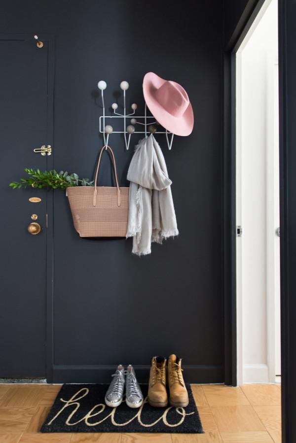 Quelle couleur associer avec un mur gris souris
